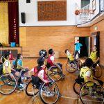 三浦市立初声小学校で車いすバスケの体験授業