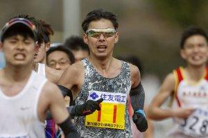 第76回びわ湖毎日マラソン大会で走る永田務選手の写真