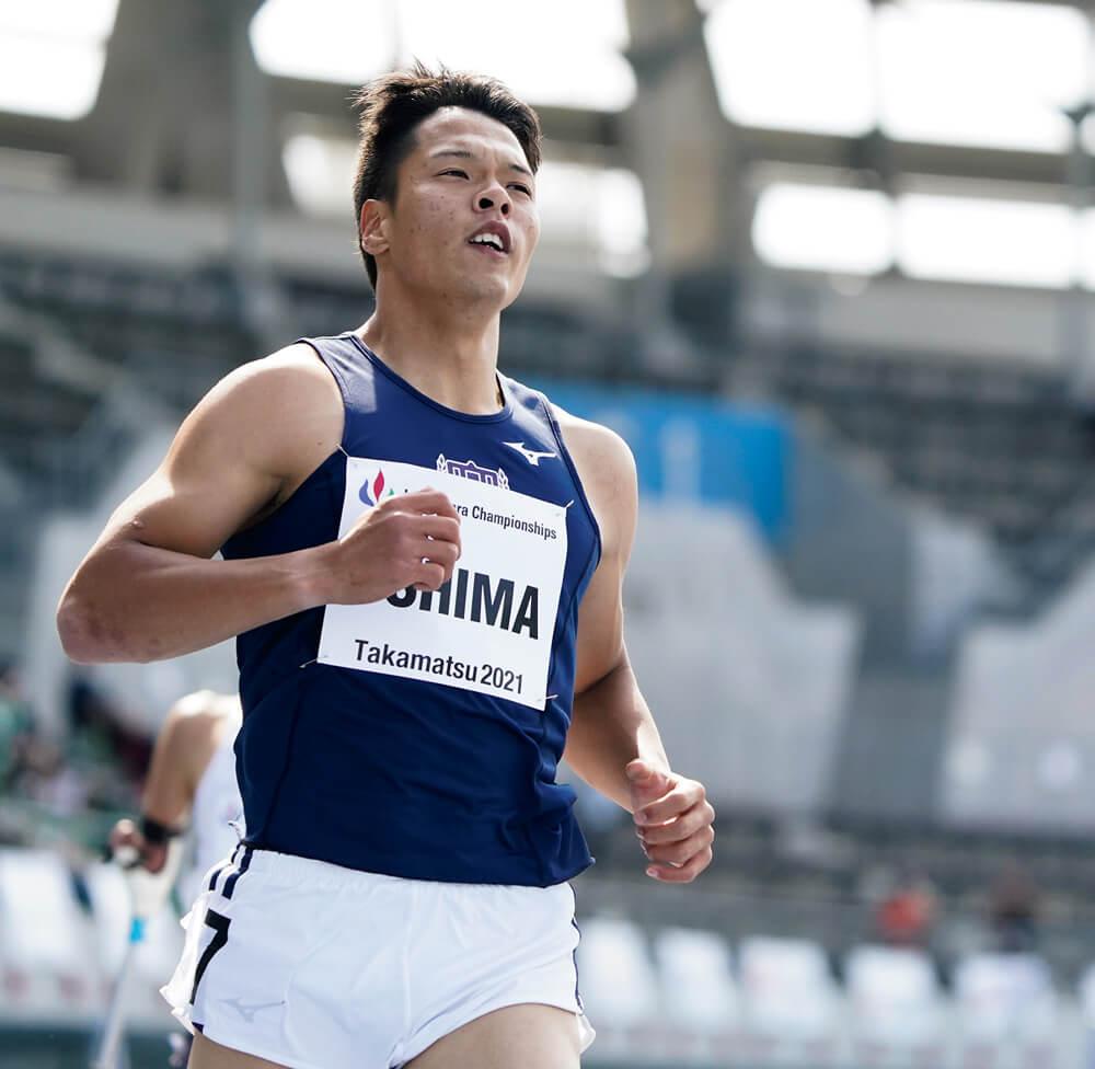 写真:競技場で走る大島健吾選手