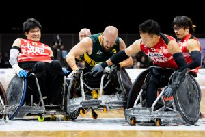 写真:車いすラグビー日本代表チーム右端が池崎選手、その左隣に池選手