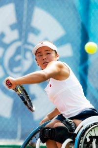 写真:車いすテニス上地結衣選手