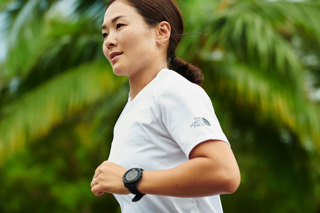 写真:ランニングするパラトライアスロン谷_真海選手