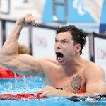 9月3日、水泳男子50mバタフライS7決勝。米エバン・オースティン、金メダルの雄叫び!